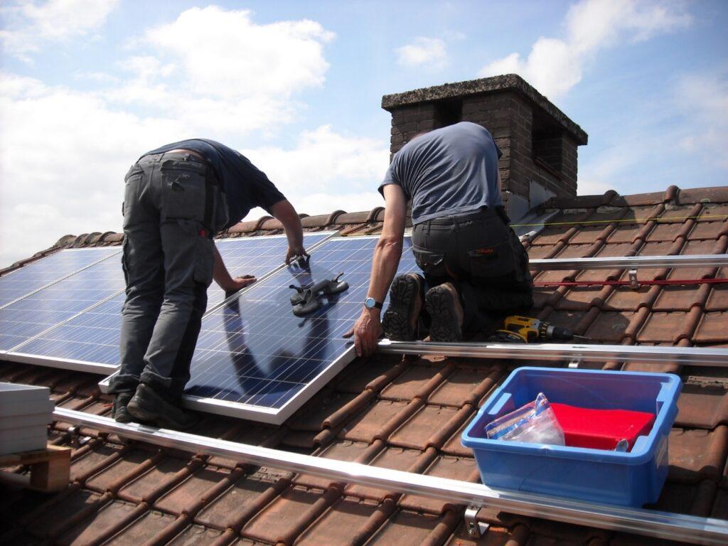 Top 5 Factors to Consider When Hiring Solar Panel Contractors